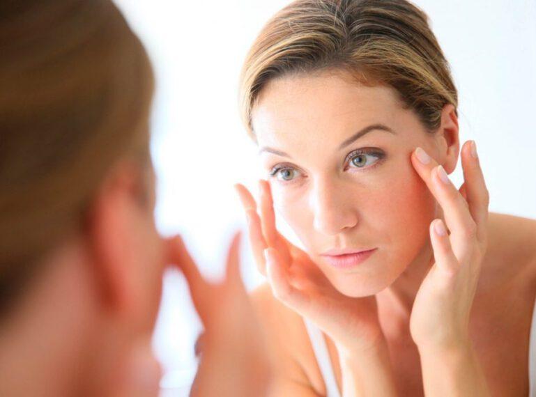 Hautalterung effektiv verzögern – Ursachen und Symptome