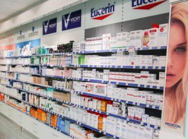 Wissen Sie, dass es in der Apotheke viele Produkte gibt, die Ihre Kosmetikprodukte mit Erfolg ersetzen können? Manche von ihnen wirken sogar besser als übliche Produkte aus der Drogerie. Und sie sind auch billiger! Überprüfen Sie, welche Kosmetikprodukte aus der Drogerie besonders beachtenswert sind.
