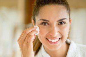 Reinigungsmilch – Pflegerelikt oder Wunderprodukt?