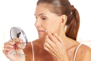 Reife Haut – wie sollten Sie sie pflegen, damit sie gesund aussieht?